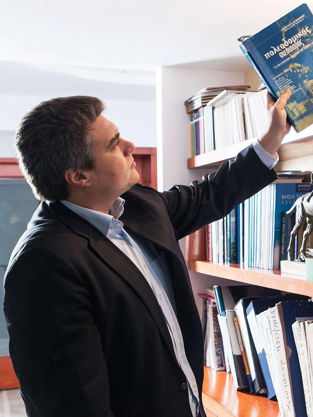 Μίλτος Χρυσομάλλης, βιογραφικό